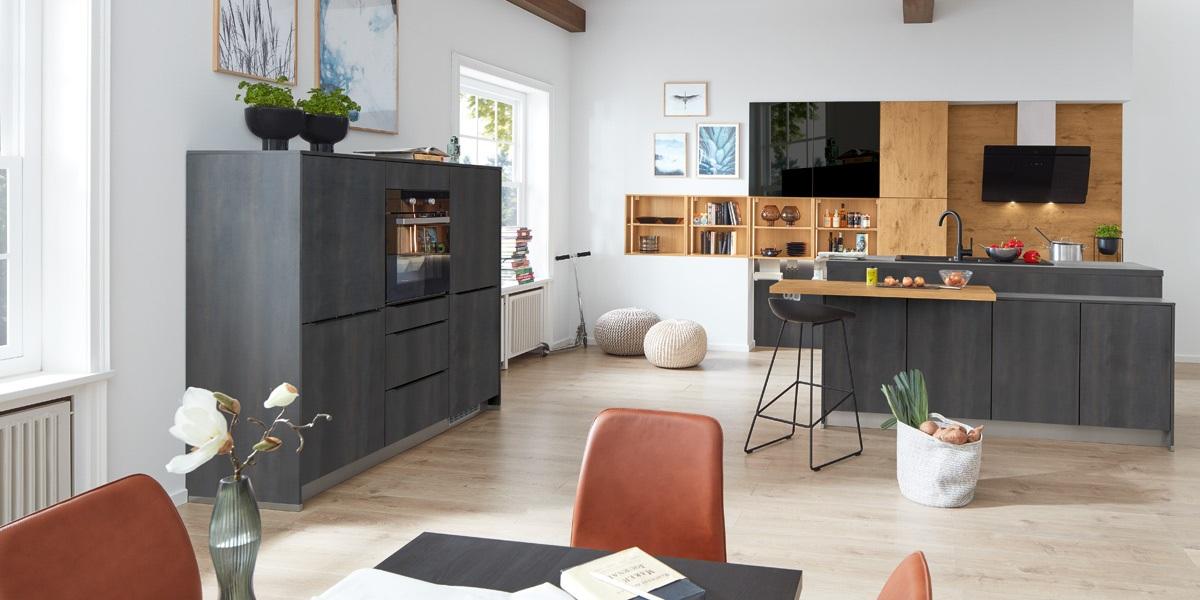 Impuls-Küche-Bandstahloptik